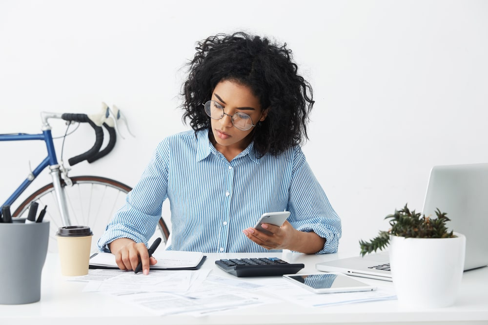 Woman calculating her expenses.